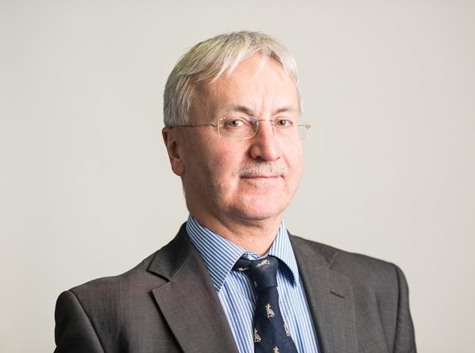 Mr Paul Maddox